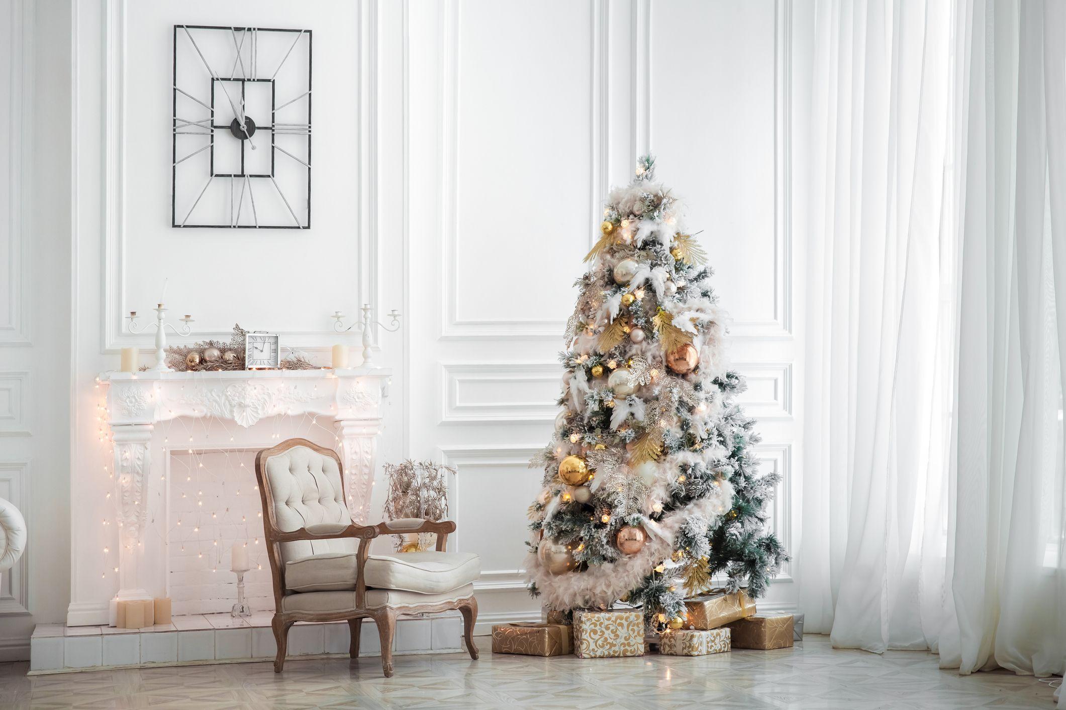 20+ White Christmas Tree Decorations