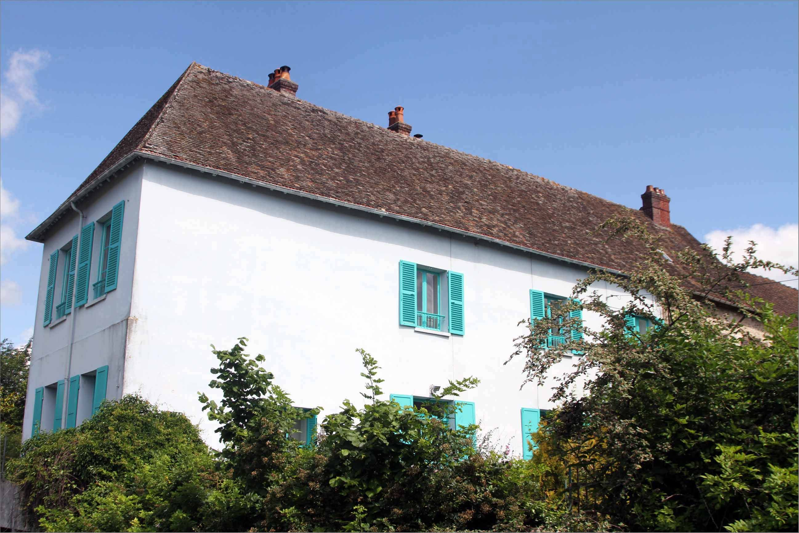 You can now stay in Claude Monet's beautiful blue house in France