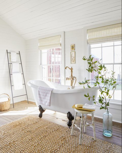 clawfoot tub - all white bathroom