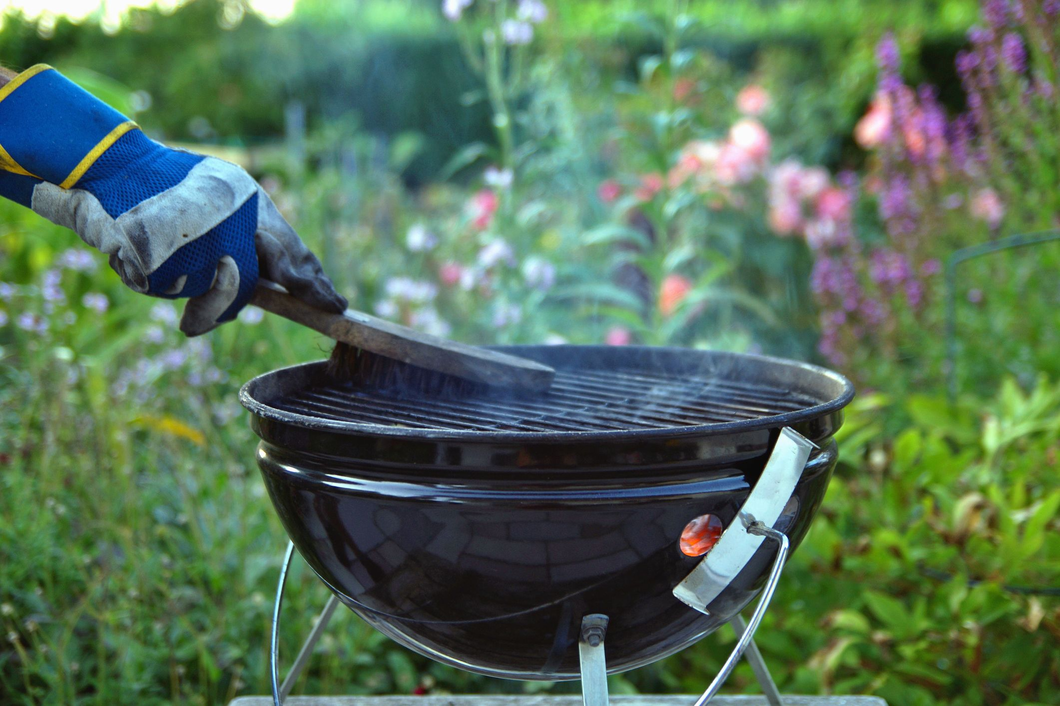 How To Clean A Barbecue 12 Bbq Cleaner Hacks