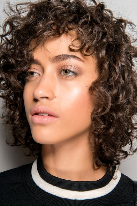 Hair, Face, Hairstyle, Chin, Eyebrow, Beauty, Forehead, Lip, Black hair, Cheek,