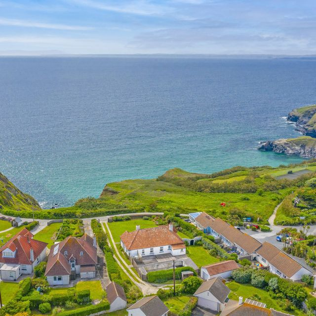 clifftop house for sale in cornwall