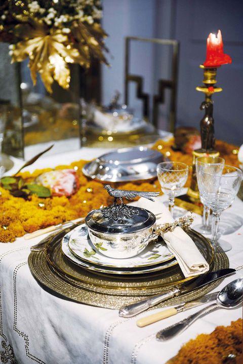 elegancia navideña a través de vaijillas, cubertería y cristalería
