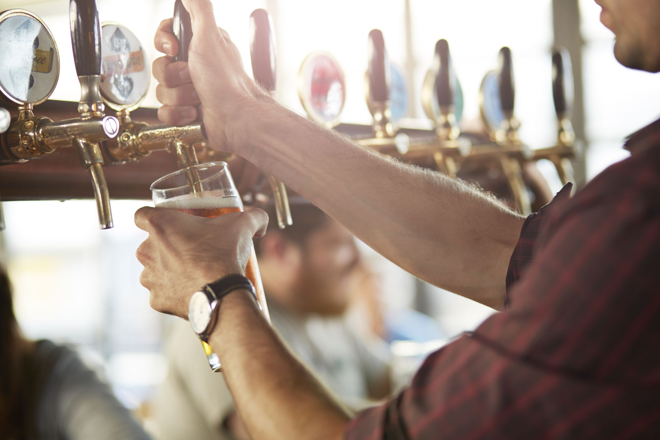 New Research Suggests That Having a Pint of Beer Can Sink Brain Ageing and See Off Alzheimer's
