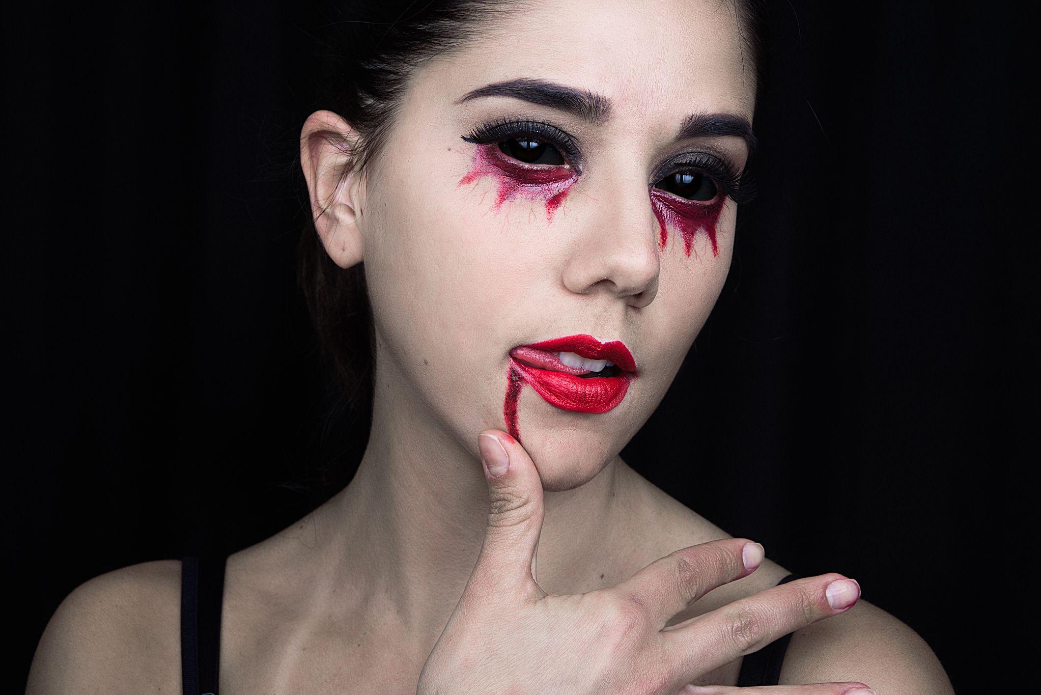 15 Best Vampire Makeup Tutorials for Halloween 2019 , How to