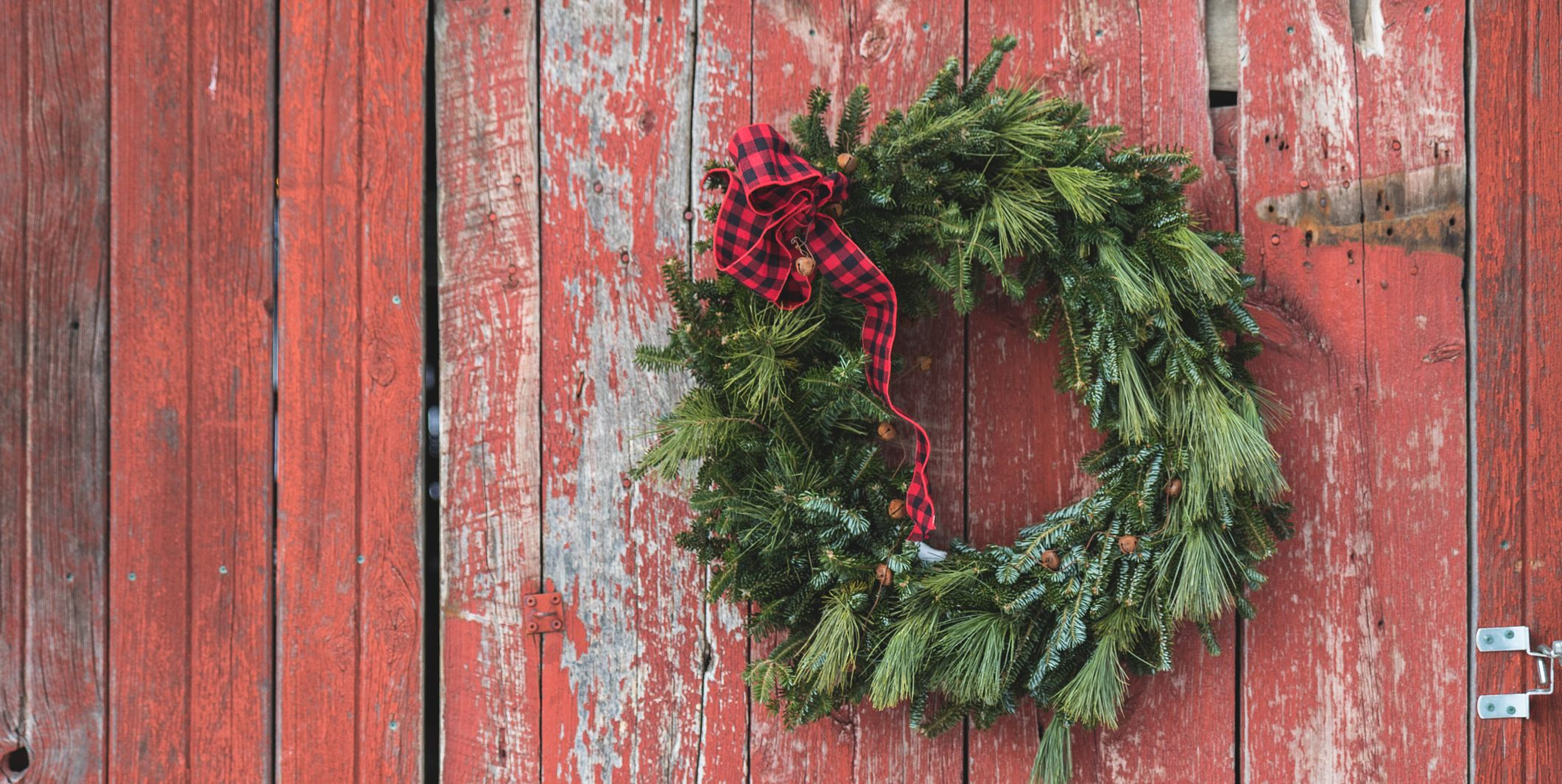 65 DIY Christmas Wreath Ideas to Give Guests the Warmest Welcome