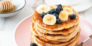 Eiwitrijke-pannenkoeken-honing-banaan