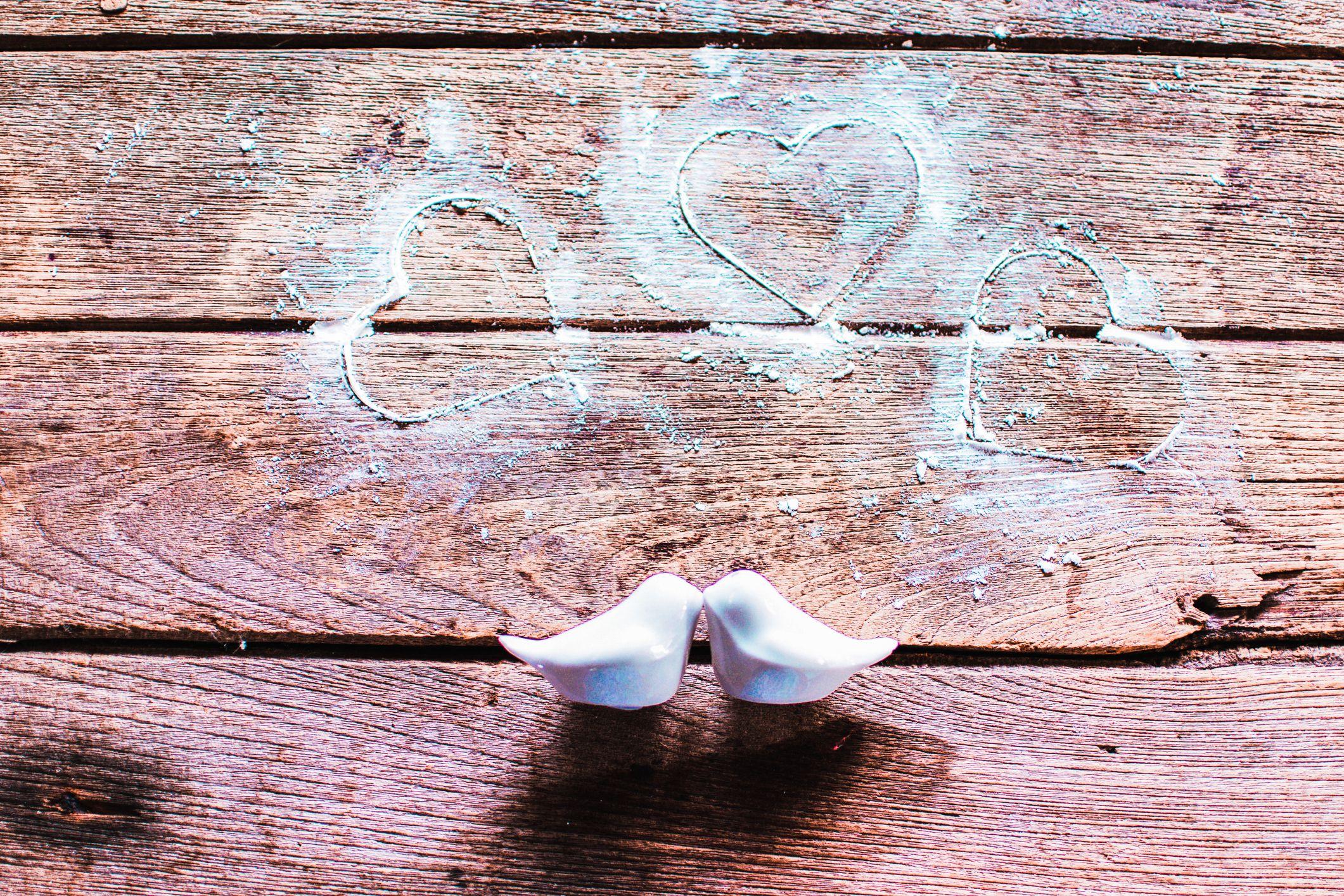 nærbilde av hjerteform på trebakgrunnen