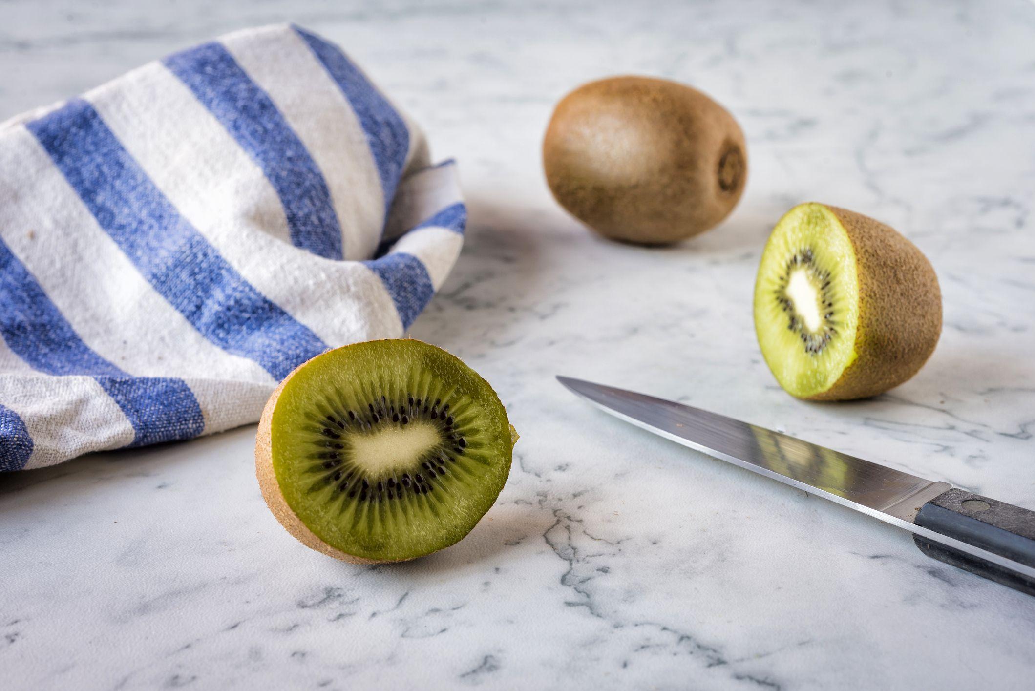 Kiwi: por qué tiene que protagonizar tus platos de verano