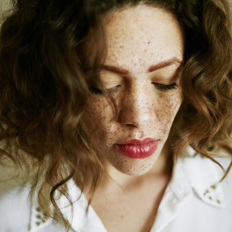 difference between freckles and sun spots - women's health uk