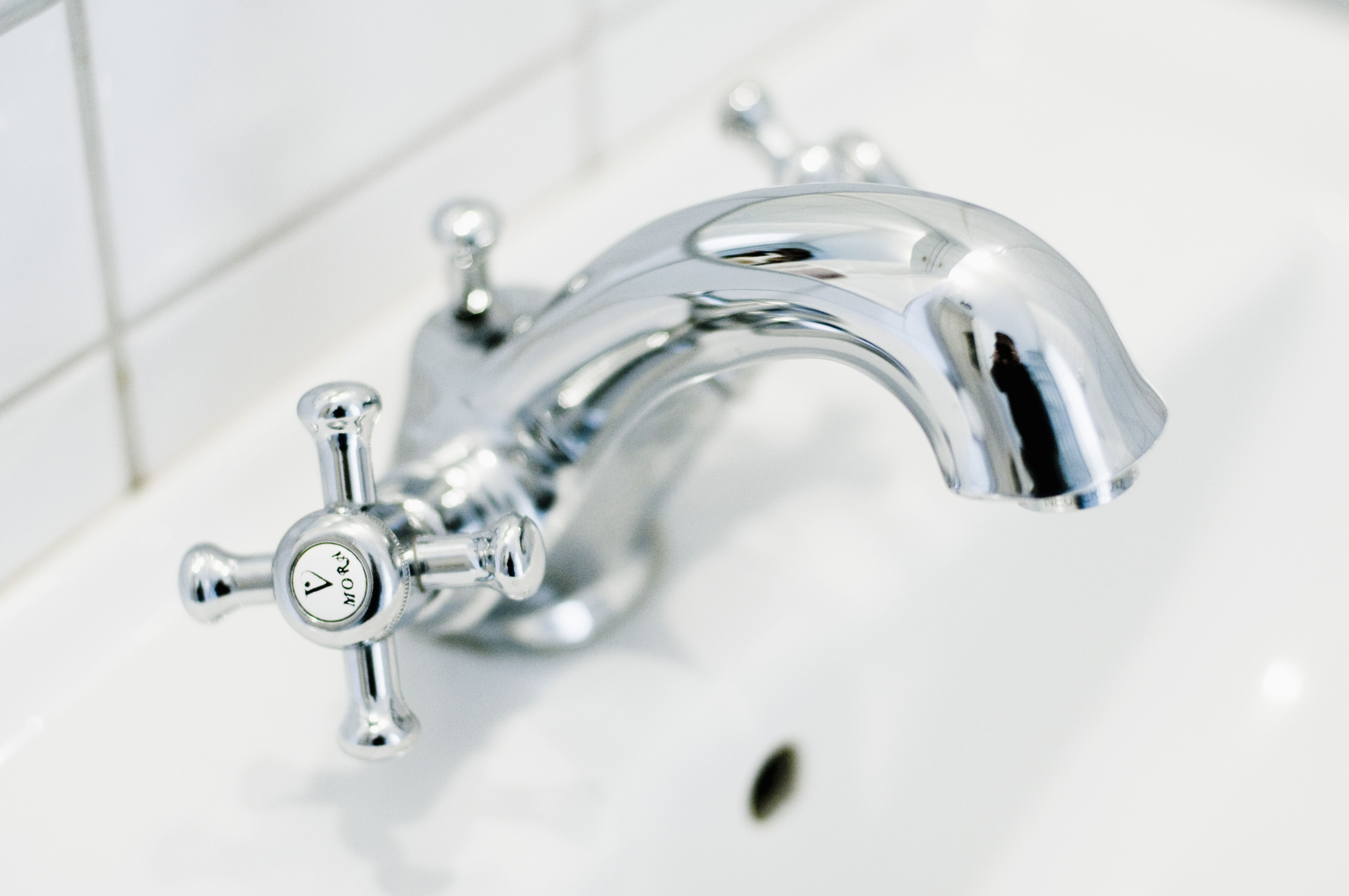 This Faucet Makes Bathroom Cleaning