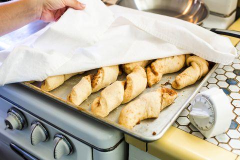 Close up de plateau de petits pains faits maison