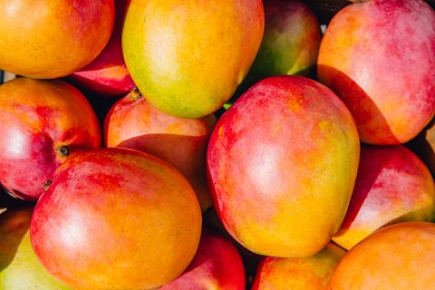 closeup of mangoes, mango fruit, tropical fruit