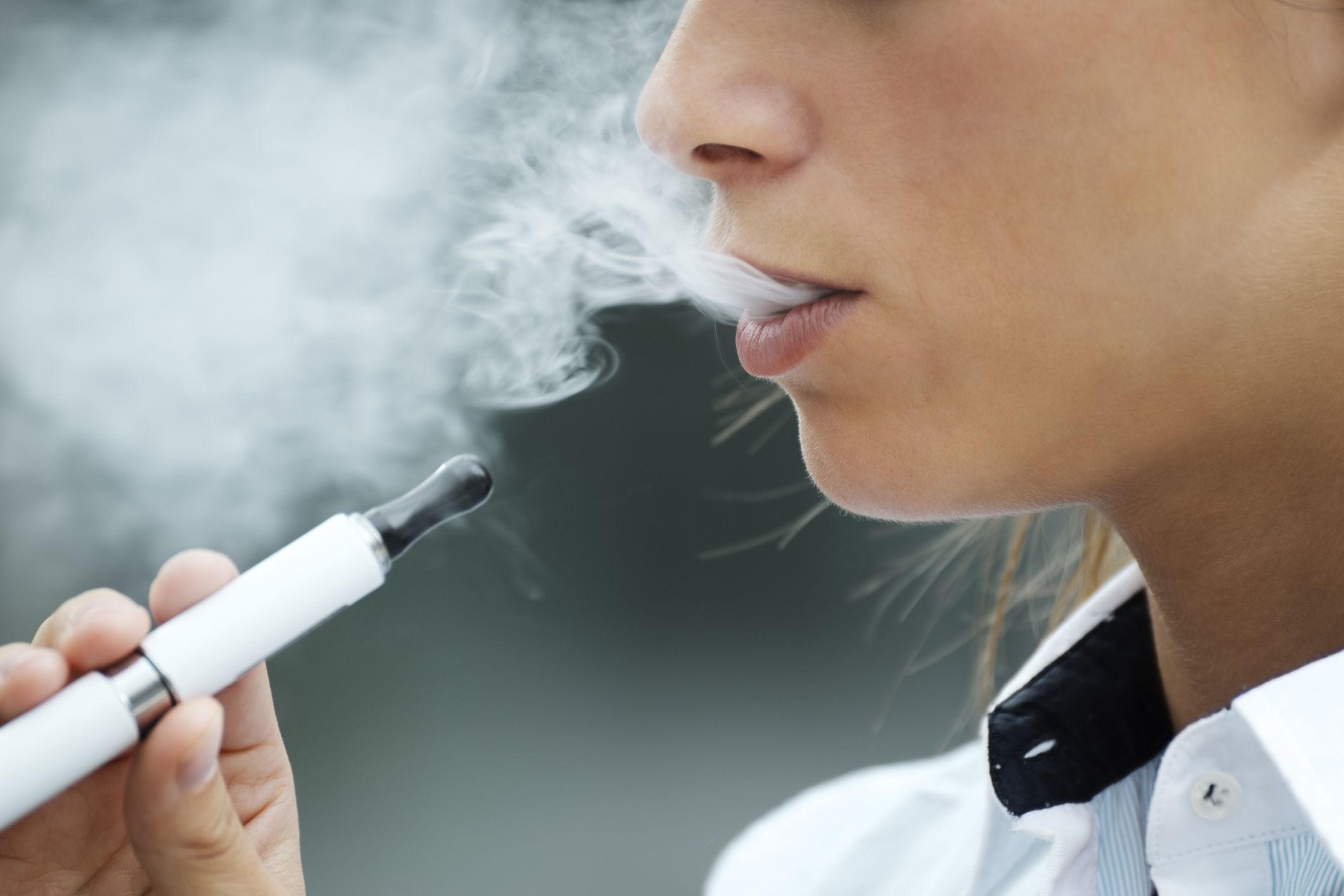 What Is EVALI? Symptoms of Vaping-Related Lung Illness May Feel Like the Flu
