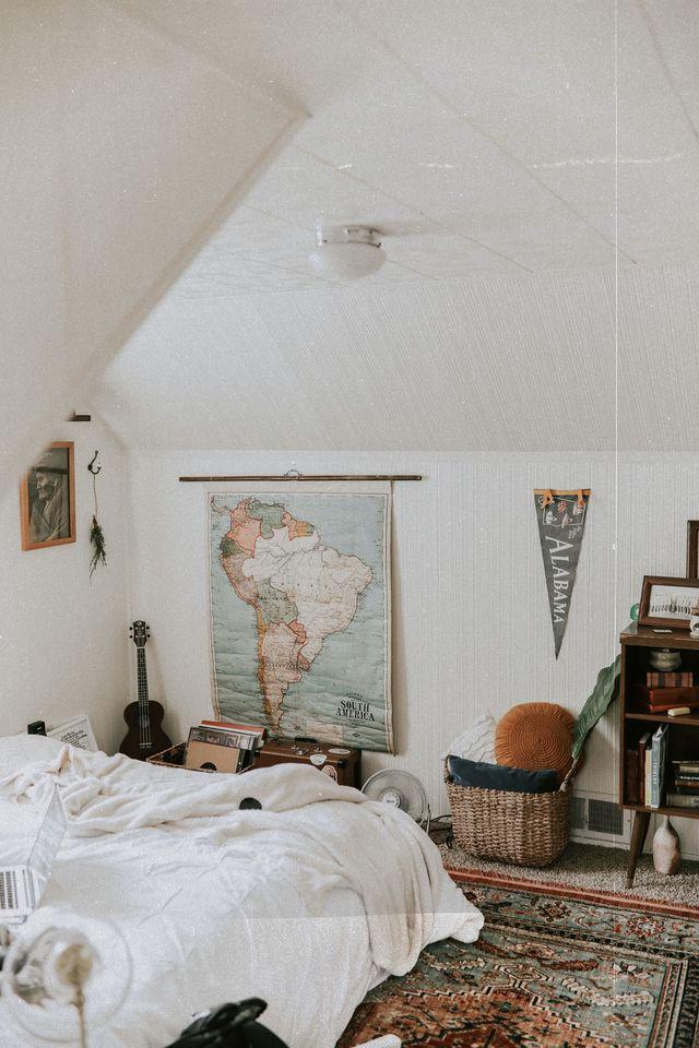 cluttercore camera da letto