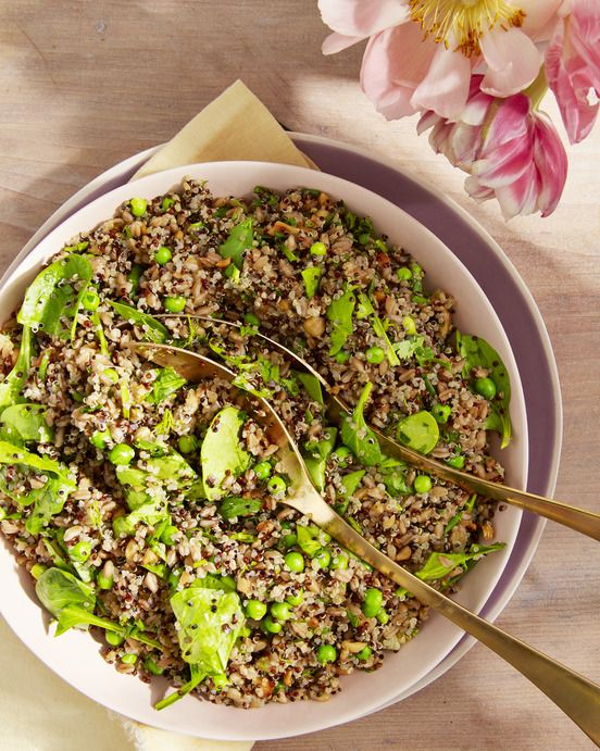 farro and quinoa salad with spinach and peas