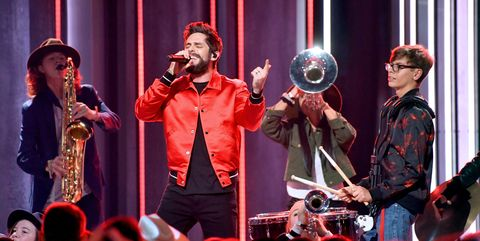 cma awards 2018 performances thomas rhett
