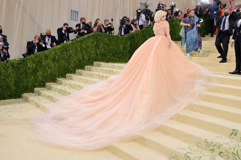 billie eilish at the 2021 met gala celebrating in america a lexicon of fashion arrivals