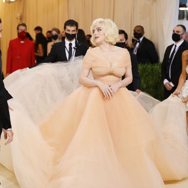 billie eilish agreed to wear her met gala dress on one very important condition