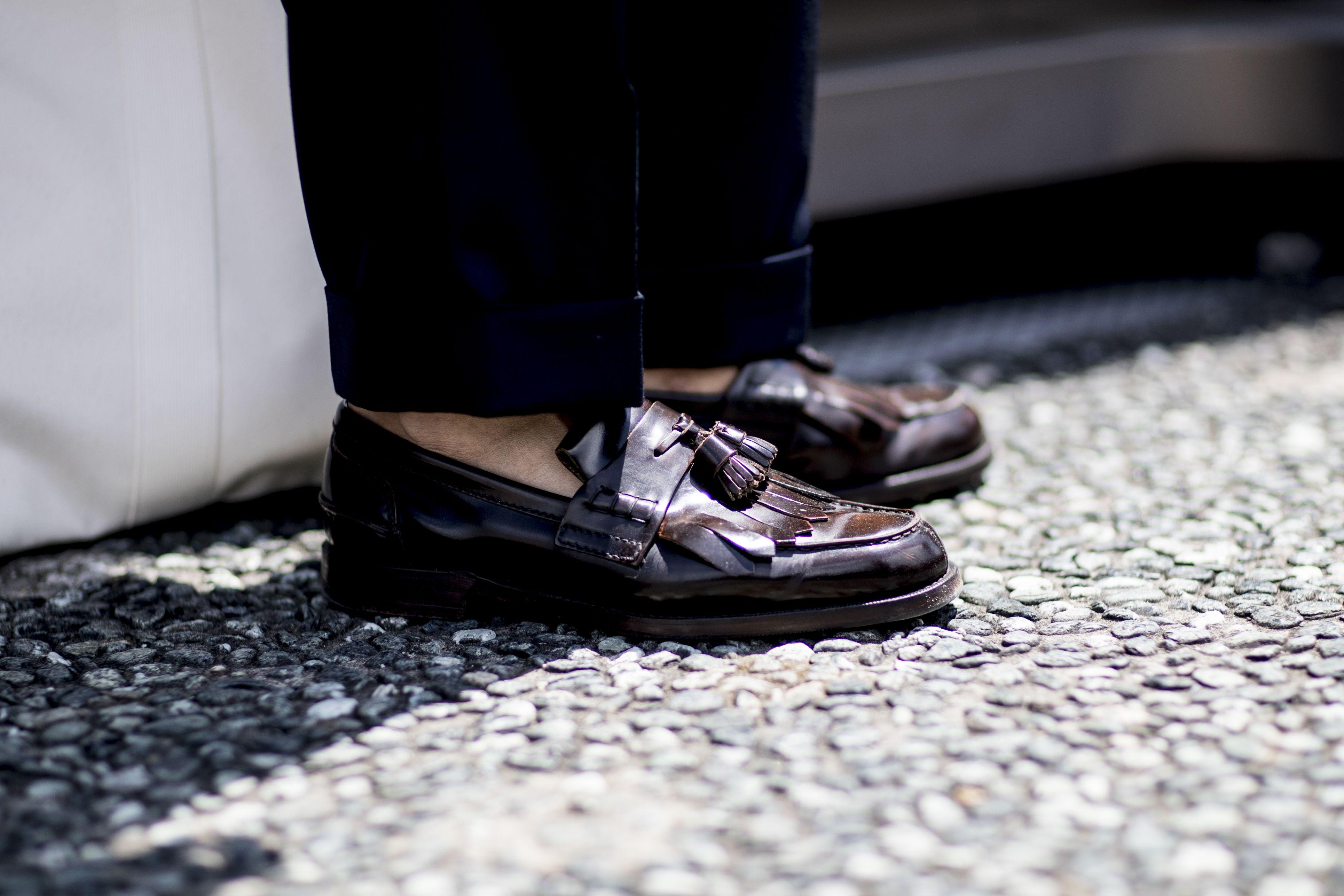 Cómo combinar zapatos con pantalones: la guía con los colores