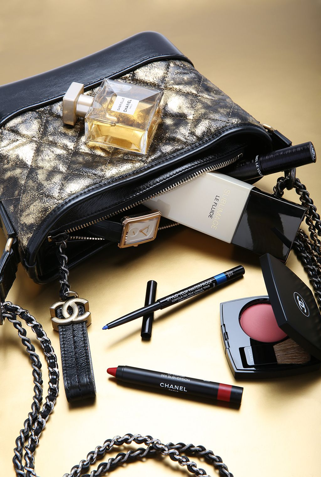 Cómo maquillarte en casa para una boda por Chanel.
