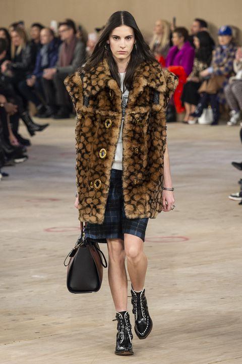 Fashion show, Fashion model, Fur, Fashion, Clothing, Fur clothing, Runway, Street fashion, Coat, Outerwear,