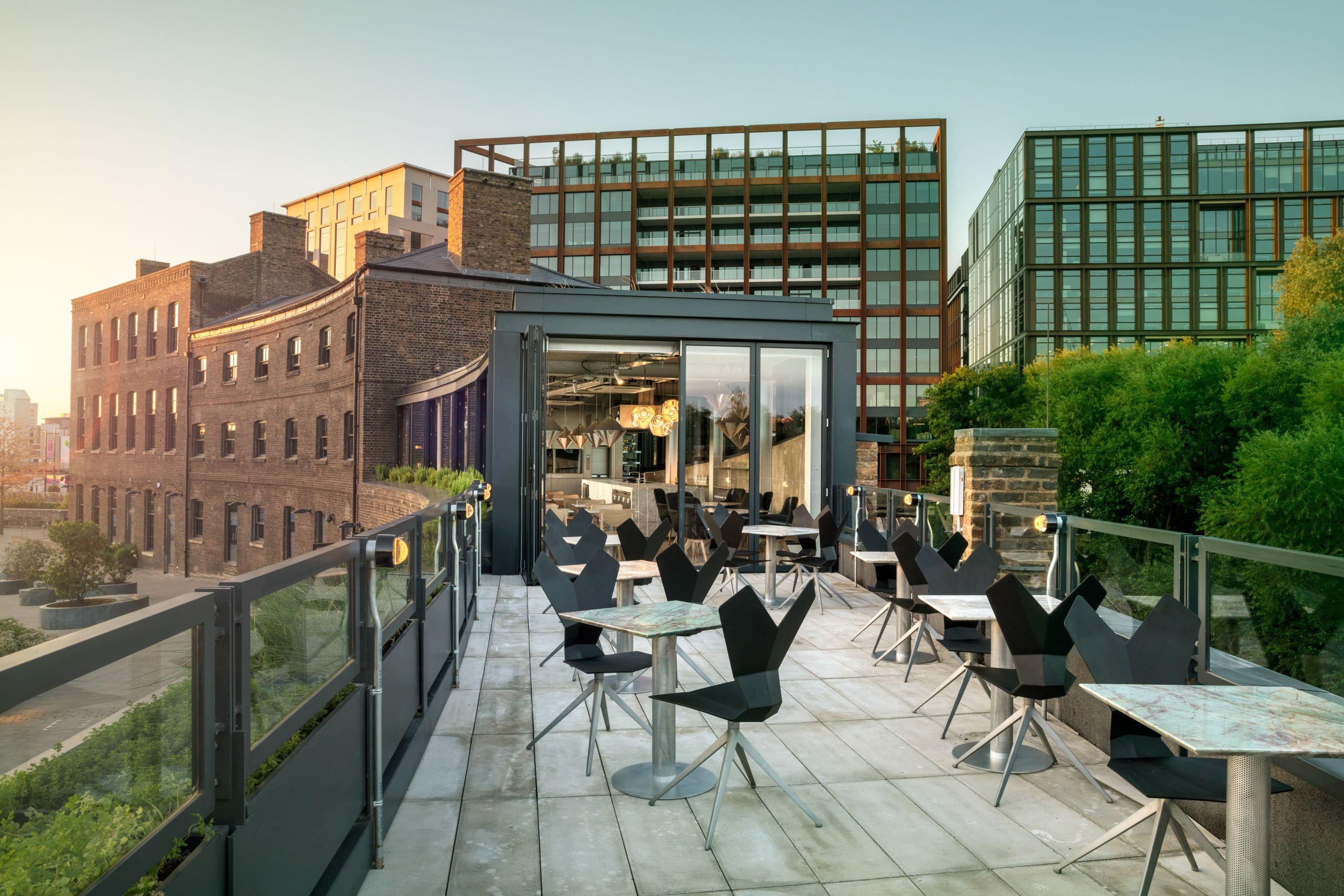 La cucina a vista di Tom Dixon, dal ristorante al laboratorio di design, è il nuovo indirizzo della Londra creativa