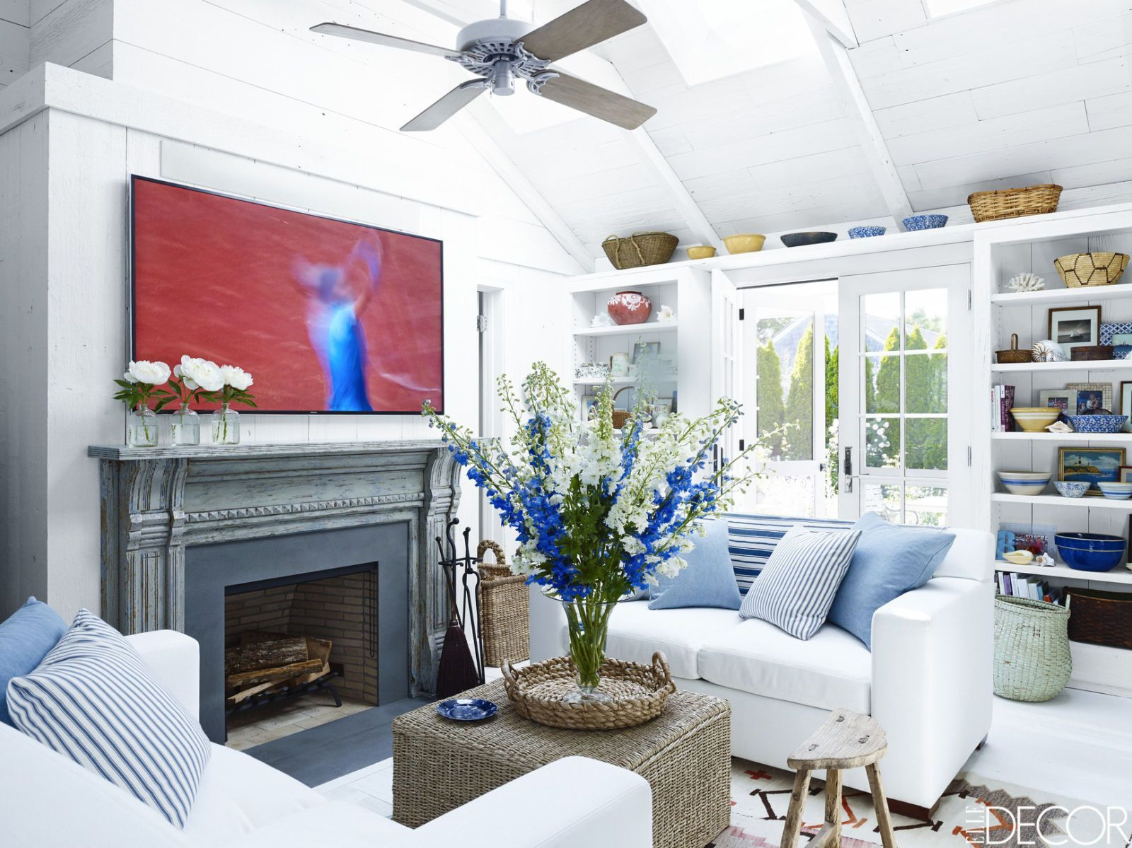 coastal living rooms coastal decor rh elledecor com beach style living room ideas beach style living room ideas