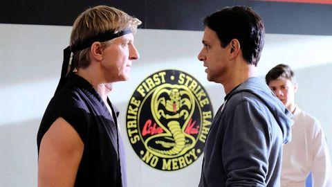 dos hombres se preparan para luchar en cobra kai
