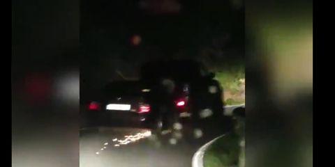 coche remolca a otro