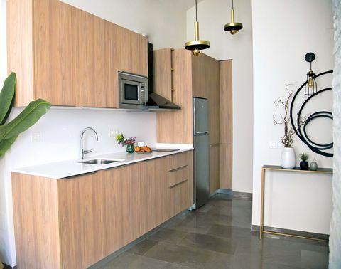 frentes de madera componen la cocina