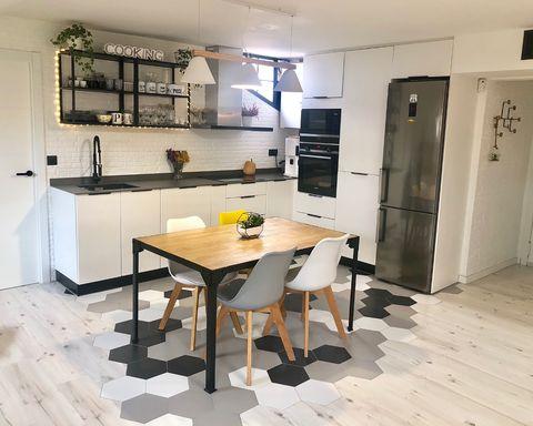 cocina abierta con office de estilo nórdico en blanco