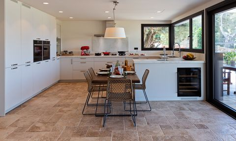 cocina abierta moderna con office