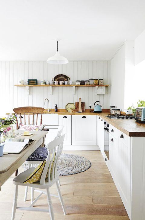 cocina con comedor con estilo campero