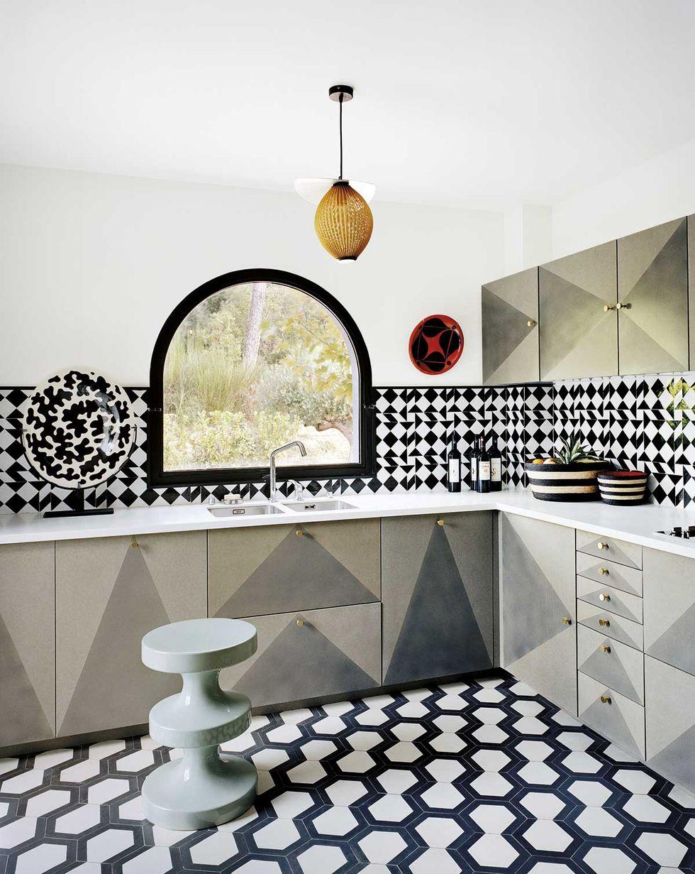马赛克花砖装饰的厨房