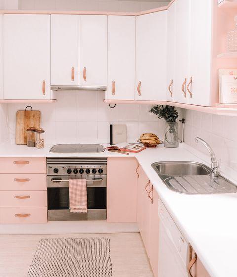 cocina de color rosa empolvado