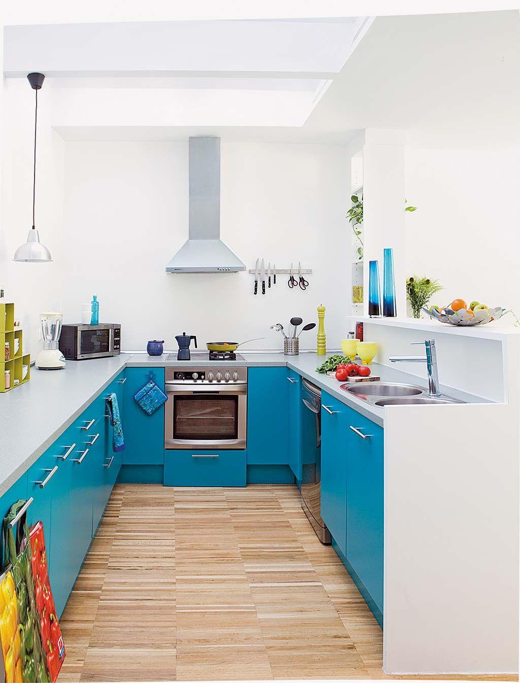 Cocina en blanco y azul