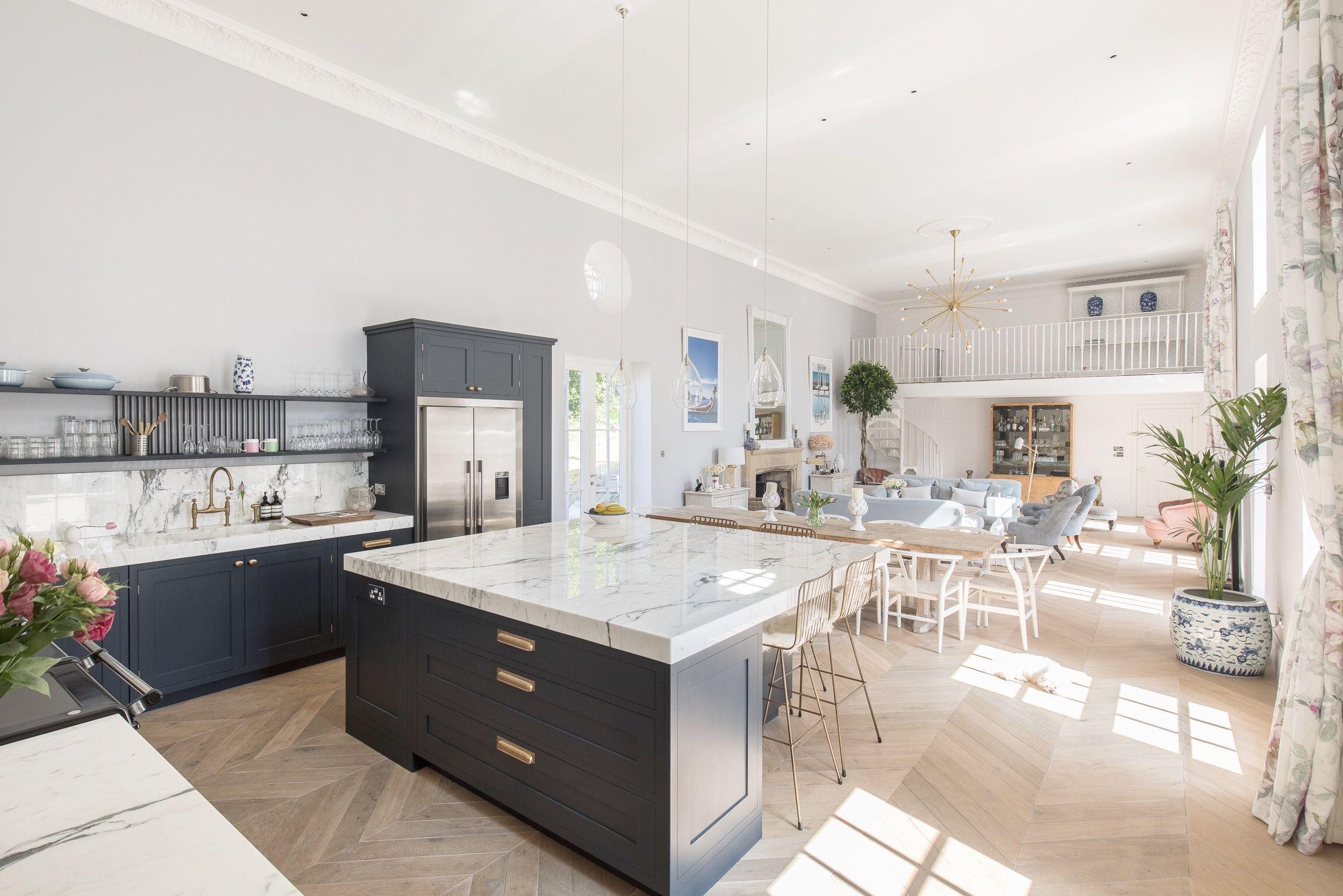 Cocina abierta en una casa de estilo victoriano