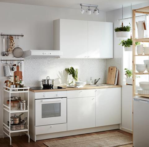 Cocina pequeña con carritode IKEA