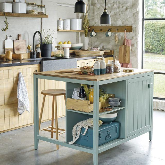cocina rústica con isla de madera