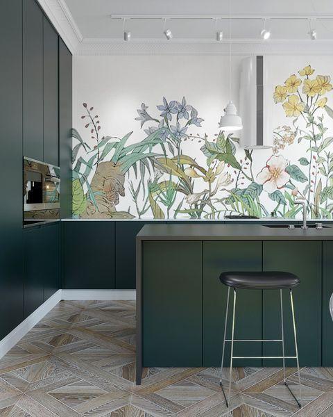 Cocina decorada con papel pintado de motivos botánicos