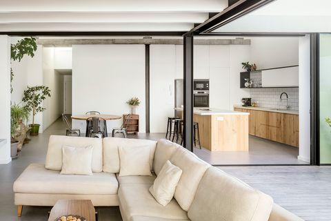 cocina abierta al salón con estilo minimalista y moderno