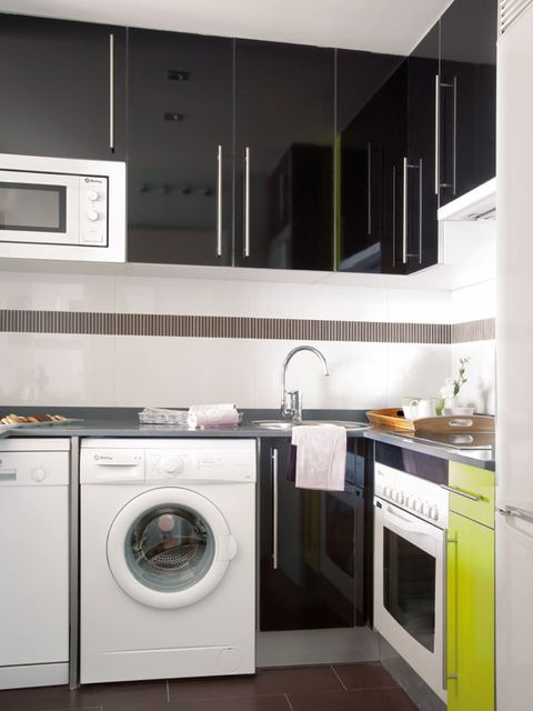 Product, Washing machine, Room, Property, Major appliance, Clothes dryer, Floor, White, Interior design, Line,