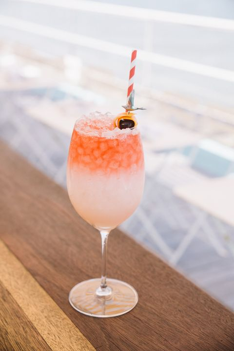 Drink, Non-alcoholic beverage, Alcoholic beverage, Cocktail garnish, Food, Cocktail, Batida, Fizz, Distilled beverage, Champagne cocktail,