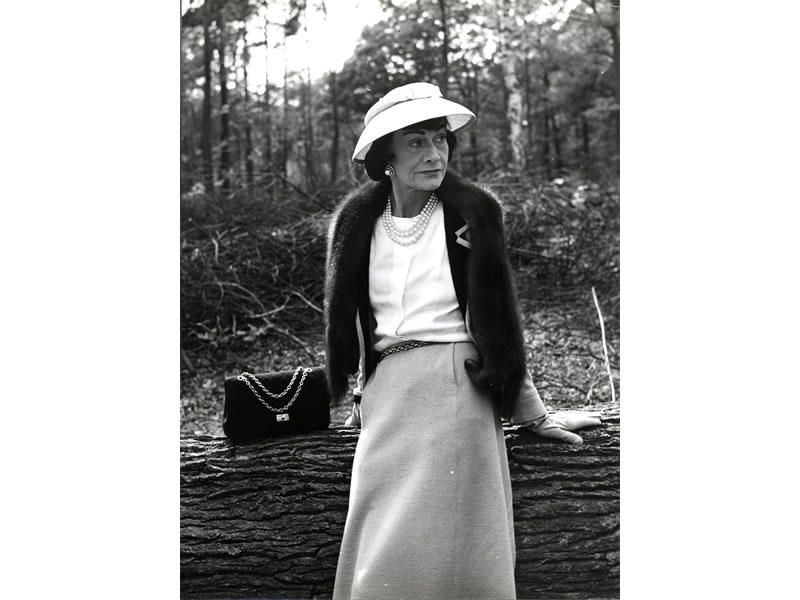 Mademoiselle Chanel fotografata da Mike de Dulmen.