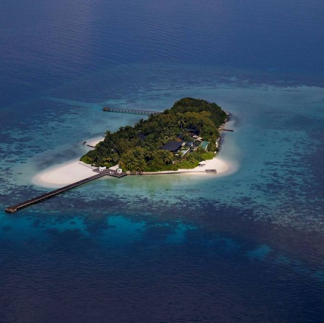 Island, Islet, Archipelago, Atoll, Natural landscape, Artificial island, Coastal and oceanic landforms, Sea, Water resources, Water,