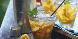 Receta cóctel refrescante de verano para tomar una tarde con amigos en casa.