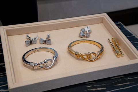 Fashion accessory, Jewellery, Gold, Metal, Bracelet, Body jewelry, Bangle,