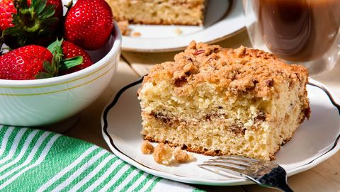 Food, Serveware, Dishware, Cuisine, Tableware, Plate, Baked goods, Dish, Natural foods, Fruit,