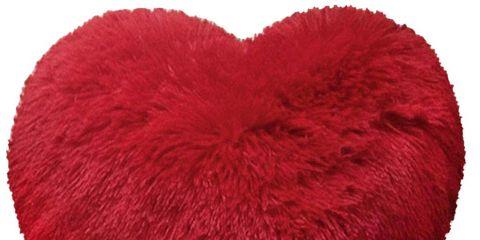 Cojín rojo con forma de corazón de pelo largo